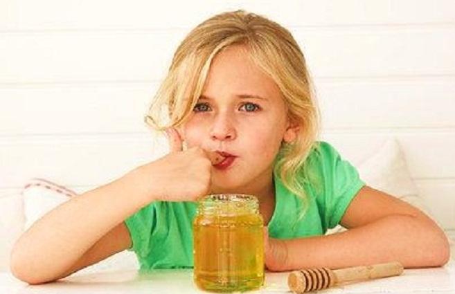 العسل للأطفال غذاء و دواء